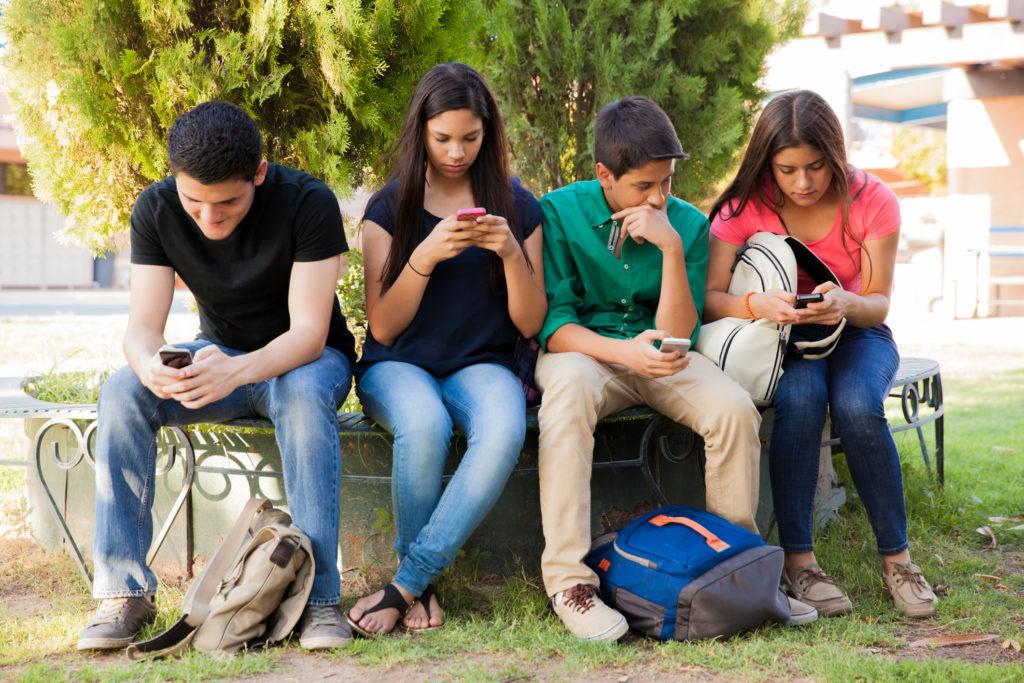 3 claves para alejar a tu hijo adolescente de la tecnología